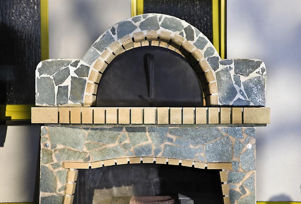 grillplatz kamin und backofen gartengestaltung mit naturstein leipzig krostitz. Black Bedroom Furniture Sets. Home Design Ideas