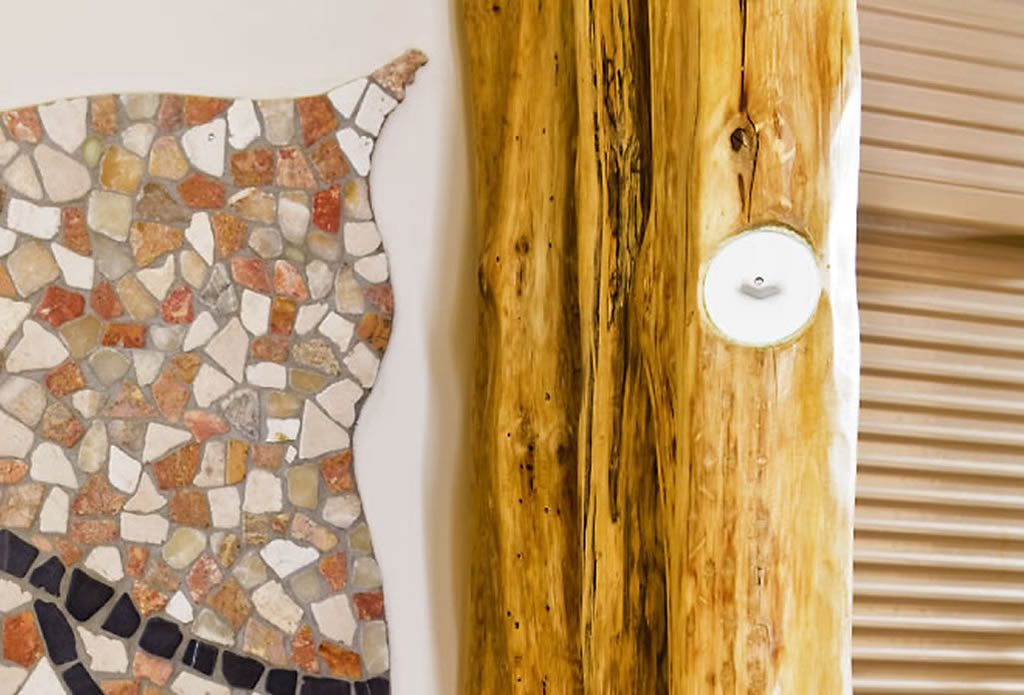 Holz und Steinmosaik - mediterrane Innenarchitektur - Galeriebild