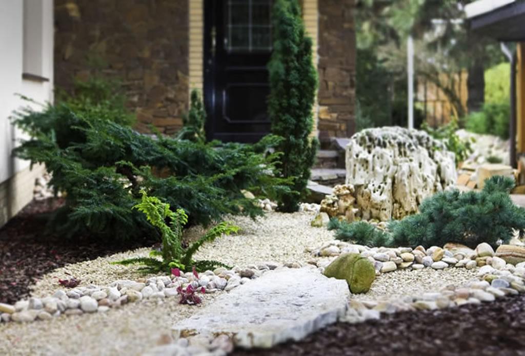 Lochstein, naturgewachsen - naturnahe Gärten - Galeriebild