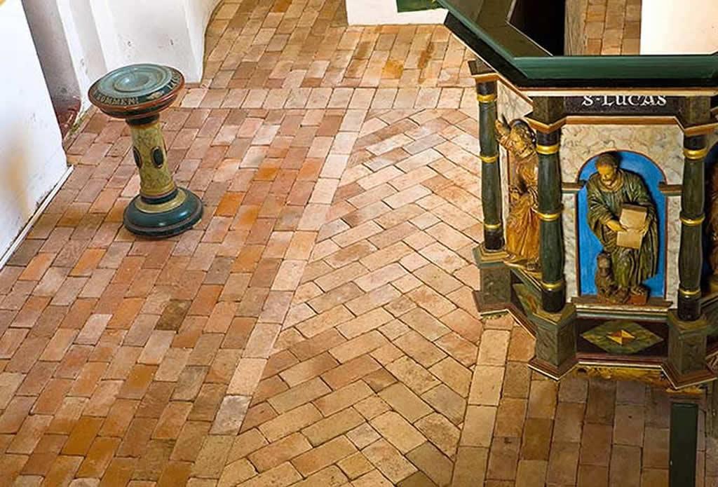 Alte Klinker im Kirchenfußboden - Naturstein für Garten Terrasse und Haus - Galeriebild