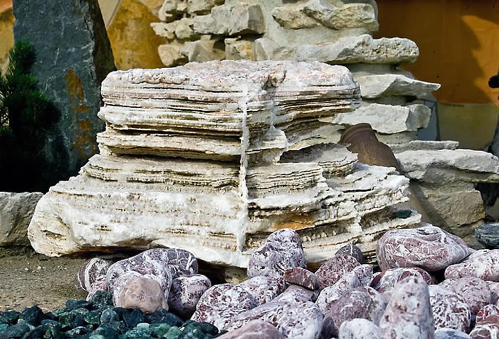 Großer Naturstein als Sockel - Naturstein für Garten Terrasse und Haus - Galeriebild