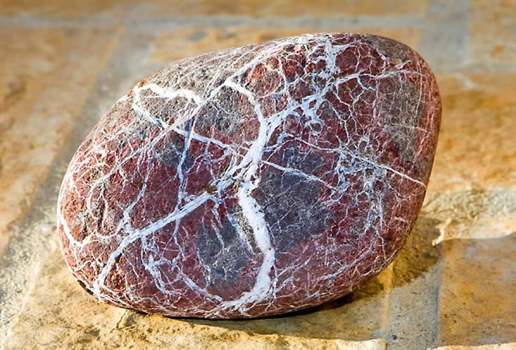 Rot-grauer Naturstein, weiß gemasert - Naturstein für Garten Terrasse und Haus - Galeriebild