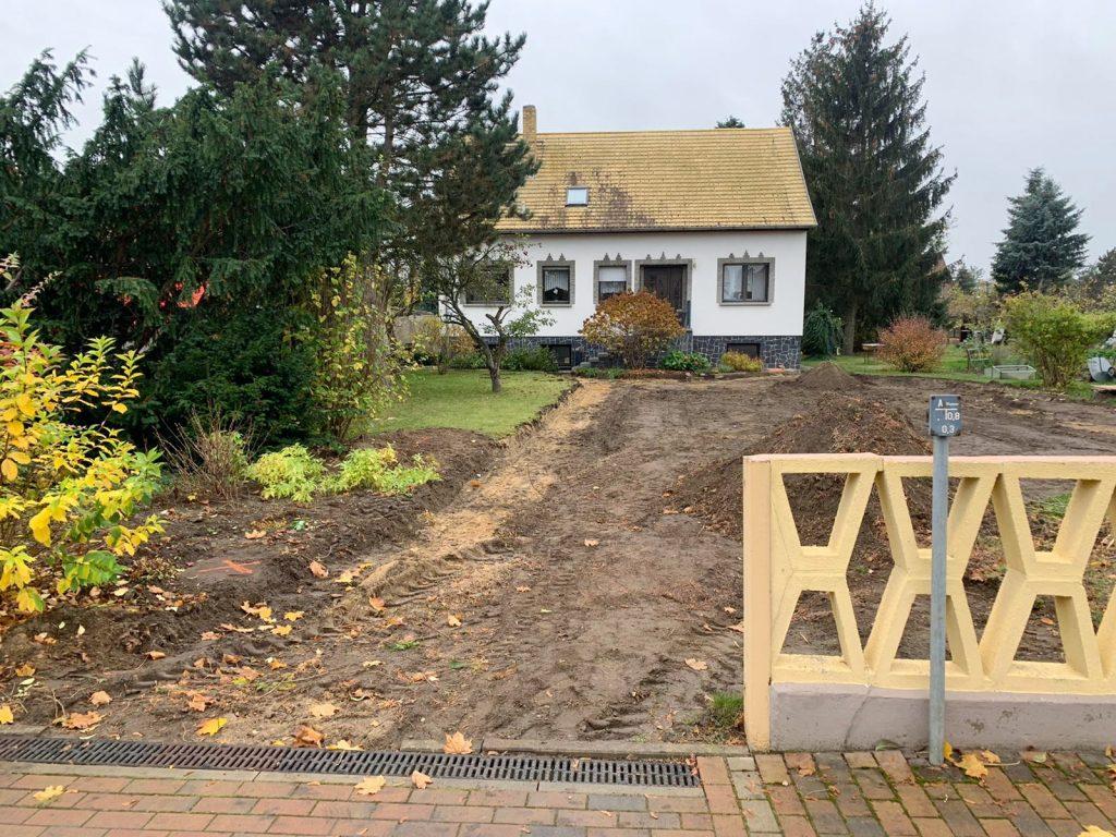 Vorgarten vor Baubeginn